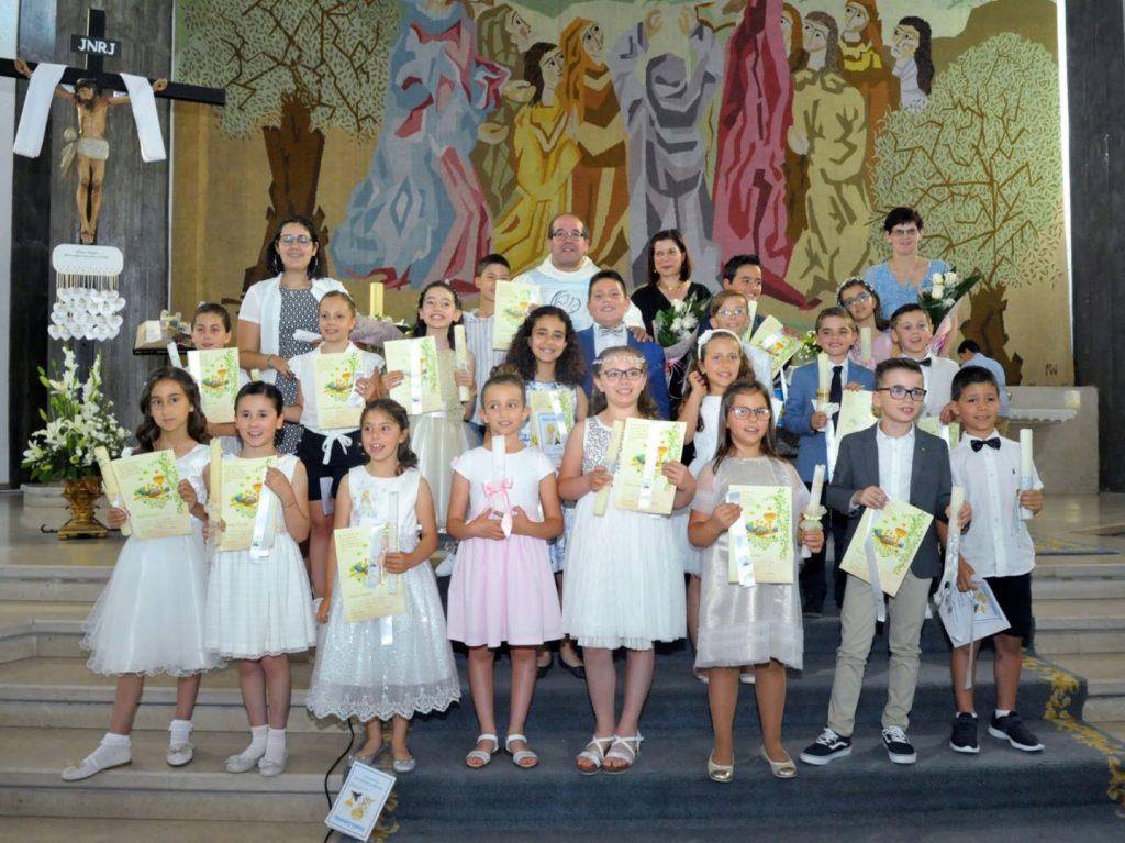 As crianças que fizeram a primeira comunhão